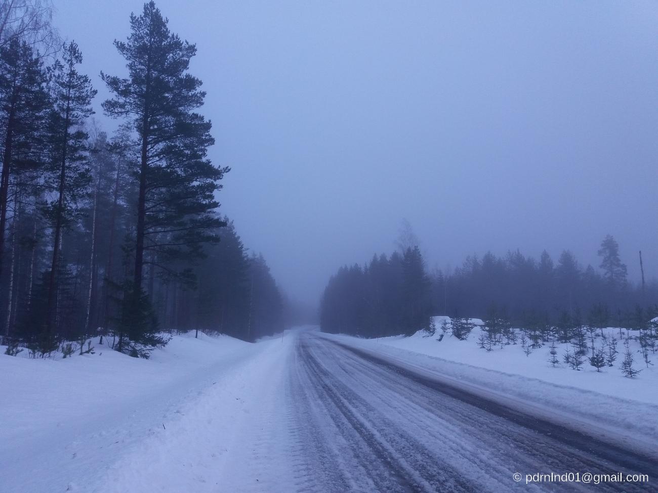 Vinterväg i slutet av februari